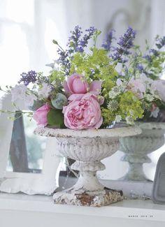 shabby and beautiful flowers Beautiful Flower Arrangements, Romantic Flowers, Fresh Flowers, Floral Arrangements, Beautiful Flowers, Beautiful Boys, Shabby Chic Patio, Shabby Chic Style, Flower Catalogs