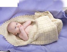 Superblødt babytæppe, strikket i retstrik med hulmønster