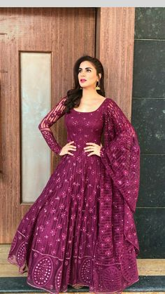 Umaima Karvinkar 💕 Indian Gowns Dresses, Pakistani Dresses, Designer Anarkali Dresses, Designer Dresses, Designer Sarees, Indian Designer Outfits, Indian Outfits, Dress Indian Style, Indian Bridal Fashion