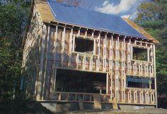 Эта фотография дома с фермами Ларсена была использована для иллюстрации «Высокая эффективность при низкой стоимости» Джима Янга, статья, опубликованная в Fine Homebuilding # 87 (весна 1994 года).