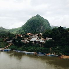 Nong Khiaw in Laos / photo by Setfour Photographers