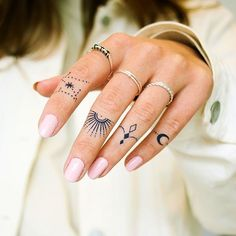 Drip Tattoo - Semi-Permanent Tattoos by inkbox™ Hand And Finger Tattoos, Finger Tattoo For Women, Finger Tattoo Designs, Hand Tattoos For Women, Finger Tats, Womens Finger Tattoos, Henna Finger Tattoo, Inner Finger Tattoo, Mom Tattoos