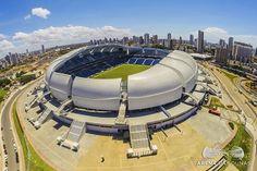 """As visitas guiadas pelos estádios construídos pela Copa do Mundo vêm despertando a curiosidade dos turistas. Pelo menos cinco das 12 arenas estão abertas para a visitação: a Arena das Dunas, em Natal; a Fonte Nova, em Salvador; e a Arena Pernambuco, em Recife; o Maracanã, no Rio; e o Mineirão, em Belo Horizonte. A...<br /><a class=""""more-link"""" href=""""https://viagem.catracalivre.com.br/brasil/roteiro-viagem/indicacao/estadios-da-copa-reabrem-para-a-visitacao-de-turistas/"""">Continue lendo »</a>"""