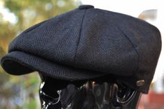 Classic paperboy look with modern touch to it, Warm and comfortable. Constructed with 8 individual stitched wool panels, It is a premium quality Newsboy cap. This is a must-have in your hat collection. Leather Hats, Leather Men, Stylish Mens Outfits, Tie Styles, Newsboy Cap, Sharp Dressed Man, Cool Hats, Mens Caps, Moda Masculina