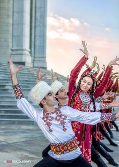 Turkmen folk dancers. Ashgabat, Turkmenistan.