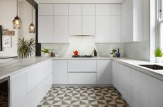Patterned tiling, oak floorboards and a sliding translucent screen all feature inside this refurbished home in a century London mansion block Kitchen Tiles, Kitchen Dining, Kitchen Cabinets, Design Studio, Küchen Design, London Mansion, Geometric Tiles, Inspiration Design, Interior Decorating