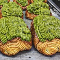 おはようございます!💚💚💚 #クロワッサンザマンド #クロワッサン #抹茶#おやつ #おやつパン #あさごはん #コーヒー #千里丘 #吹田 #北摂 #大阪 #大阪のパン屋さん  #japanesebakery #pastrychef #boulangerie #croissant #pastry #painauchocolat #bbga #greentea #almondcream #coffee #eatmunchies #chefroll #86deats #igersjp #osaka#pastryelite #bbga #delistagrammer