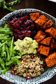 sweet potato + cranberry + quinoa power bowl l easy healthy dinner recipes Plats Healthy, Whole Food Recipes, Cooking Recipes, Dinner Recipes, Clean Eating, Healthy Eating, Healthy Fats, Vegetarian Recipes, Healthy Recipes