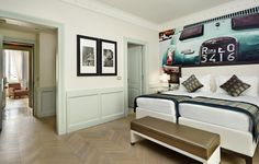 Deluxe: Contemporary and lively décor for the Family Deluxe which features an icon of the the one of the symbols of the made in and nowadays admired by collectors. Rome Hotels, Find Hotels, Hotel Indigo, Executive Suites, Contemporary Style, Modern, Luxury Rooms, Hotel Deals, 5 Star Hotels