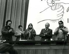 Santiago Carrillo clausura el II Congreso de la Unión de Juventudes Comunistas, el 8 de diciembre de 1981. Foto EFE.