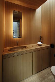 All wood bathroom - Optical Glass House by Hiroshi Nakamura & NAP Living Room Flooring, Kitchen Flooring, Stainless Steel Flat Bar, Wood Sink, Wood Bathroom, Zen House, Interior Architecture, Interior Design, Glass Facades
