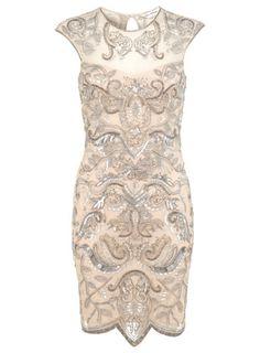 Nudefarbenes, figurbetontes Kleid mit Verzierungen