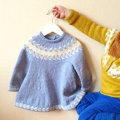 "1,166 synes godt om, 7 kommentarer – @knitsandpieces på Instagram: ""Mamma, sånn kan vi vise frem kjolene 🐒 #fraarkivet #snøløvkjole // My boys are always eager to help…"""