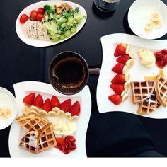 🍓🍌 💛❤️ 👩🏻🍳슈가파우더 뿌리는거 왜케 어렵습니까 👩🏻🍳 달달한 #브런치 #냠냠촵촵 😋 #요리 하고 싶어지게 만드는 #마켓컬리 🍽 (한분이 싫어합니다 @vamos_hkeslb ) Waffles, Breakfast, Food, Morning Coffee, Essen, Waffle, Meals, Yemek, Eten