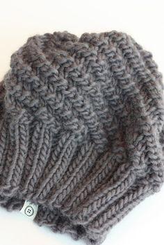 Jeg har tidligere delt oppskrift på disse luene til barn. Nå har jeg strikket en til en venninne. Easy garnet fra sandnes garn, Farge: ka... Hooded Scarf Pattern, Knitted Hats, Winter Hats, Knitting, Crochet, Diy, Outdoors, Fashion, Tejidos