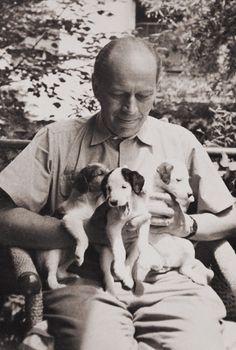 Egy élet valósága groteszk humorban – 105 éve született Örkény István Famous Men, Akita, Writers, 1, Humor, Couple Photos, Couples, People, Women