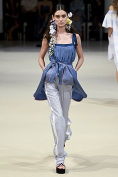 See the complete Alexis Mabille Spring 2018 Ready-to-Wear  collection.
