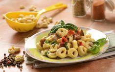 Τορτελίνια με μελιτζάνες και πιπεριές Pasta Salad, Macaroni And Cheese, Ethnic Recipes, Food, Red Peppers, Crab Pasta Salad, Essen, Mac And Cheese, Noodle Salads