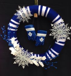 Toronto Maple Leafs Handmade Custom door wreath. Fabulous door decoration! To order visit www.facebook.com/ForTheDoorAndMore Hockey Gifts, Hockey Mom, Hockey Stuff, Ice Hockey, Maple Leafs Hockey, Toilet Paper Crafts, Christmas Crafts, Christmas Decorations, Sports Wreaths