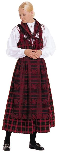 Finally something in can make with that purple tartan i saw a couple years ago. Just need find the material again Norwegian People, Norwegian Vikings, Costumes Around The World, Folk Clothing, Medieval Dress, Folk Costume, Modest Outfits, Traditional Dresses, Sweden