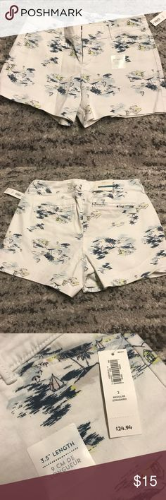"NWT Old Navy 3.5"" shorts- Size 2 Super cute white Old Navy shorts, size 2. Sailboat design is perfect for summer! Old Navy Shorts Bermudas"