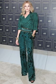 Rosie Huntington-Whiteley http://www.vogue.fr/mode/inspirations/diaporama/les-looks-des-clbrits-au-dfil-balmain-x-hm-new-york/23261#rosie-huntington-whiteley