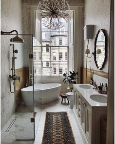 @interiors.by.lisa.guest shares an Edinburgh renovation we absolutely adore! #remainslighting #dandelionchadelier #tonyduquette #interiordesign #lighting #chandelier #ceilinglight #handcraftedlighting #bathroomrenovation #anthropologiehome #georgianhouse