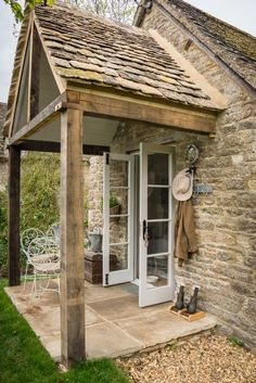 Unique Luxury Self-Catering Cottage in Cirencester; Unique Luxury Cottage for Self-Catering in Cirencester, Cotswolds, Filly Island