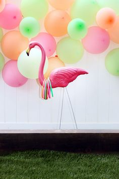 Great Ideas Mother's Day Cocktails Party Remember which you are hosting a party, not working the evening for a bartender. Plan your party packs in line with the theme. It's crucial to think about where you'd like to host the party. Pink Flamingo Party, Flamingo Decor, Flamingo Birthday, Luau Birthday, 2nd Birthday Parties, Oreo, Tropical Party, Tropical Games, Luau Party