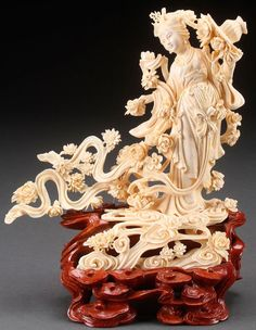 A large Chinese carved ivory Guan Yin. Oriental Decor, Oriental Design, Chinese Painting, Chinese Art, Asian Sculptures, Chinese Buddhism, Guanyin, Bone Carving, Ivoire