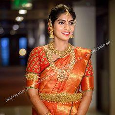 Wedding Saree Blouse Designs, Saree Wedding, Wedding Bride, Wedding Wear, Blouse Back Neck Designs, Blouse Designs Silk, Blouse Patterns, Simple Saree Designs, Arabic Bridal Mehndi Designs