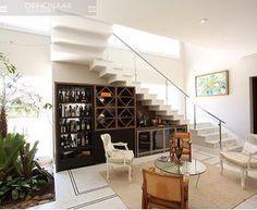 Living l Destaque para o bar/adega encaixado na escada, adorei!!! Projeto @officina44 #adega #bar #interiordesign #escada #arquitetura #interiors #decoration #homedecor #cool #living #instagood #instafriends #amazing #design #decoração #blogfabiarquiteta #fabiarquiteta