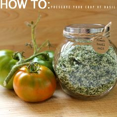 Fresh Basil Salt via homework. Preserve your bumper crop of fresh basil by making basil salt seasoning. Spices And Herbs, Fresh Herbs, Spice Blends, Spice Mixes, Paleo, Do It Yourself Food, Grands Pots, Homemade Seasonings, Homemade Spices
