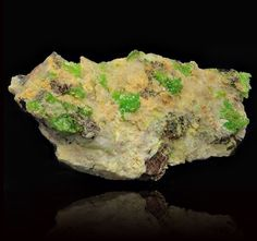 Andersonite. 17th Level, Peeth Lode, Geevor Mine, Pendeen, St Just District, Cornwall, England, UK Taille=35 x 15 x 10 mm Photo Cornwall And Devon Minerals