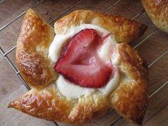 Mögen Sie Desserts? Die leckere Desserts mit Beeren können Sie einfach machen, die werden auch herrlich aussehen. Schauen Sie hier die schöne Beispiele an!