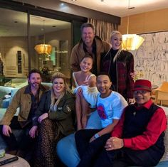 """Chrissy Teigen Calls Out John Legend for Inviting Over """"The Voice"""" Cast Without Telling Her Gwen And Blake, Blake Shelton And Gwen, Gwen Stefani And Blake, Gwen Stefani Style, Christine Teigen, Kelly Clarkson, How To Get Away, John Legend, Celebs"""