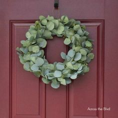 Excellent Photo Eucalyptus Wreath diy Style That DIY eucalyptus wreath is the ideal starting wreath for any year or even décor fashion and also Diy Wreath, Wreaths, Wreath Ideas, Craft Tutorials, Diy Projects, Craft Ideas, Eucalyptus Wreath, Wreath Supplies, Decor Crafts