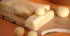 Recepty, ako pripraviť pravý domáci alebo falošný marcipán na poťahovanie tort či tvorbu figúrok. Domáci marcipán, vlastný, nepravý, homemade, postup Mini Cakes, Marshmallow, Dairy, Food And Drink, Potatoes, Sweets, Bread, Cheese, Vegetables
