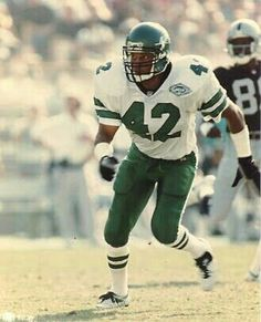 Ronnie Lott Nfl Football Players, Football Love, Vintage Football, Football Helmets, College Football, Ronnie Lott, New York Jets Football, Nfl Hall Of Fame, Defensive Back