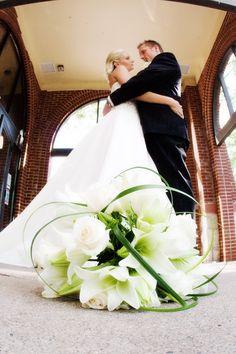 Bride and groom! Love it :) #Minnesota #weddingflowers #Minnesotaweddingphotographers http://www.bellagala.com/wedding-floral/index.html