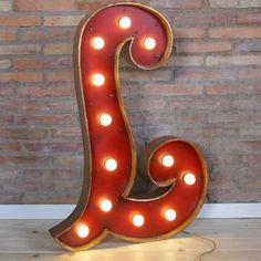 Letras Circus Led. Letra de Bombillas LED XL. #letras #bombillas #luces #iluminacion #iluminadas #carteles #luminosos #luminosas #led #decoracion #design #abecedario #letters #lights #lettres #lampe #lumiere #abecedaire