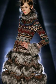 Gaultier- totally sledding in this one! Knitwear Fashion, Fur Fashion, Sweater Fashion, Fashion Details, Runway Fashion, Fashion Art, Autumn Fashion, Fashion Design, Parisienne Chic