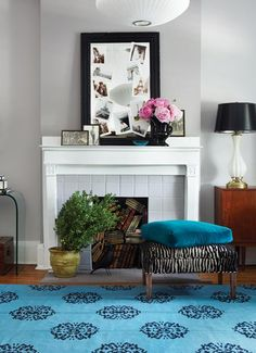 Madeline Weinrib Turquoise Mandala Cotton Carpet featured in House and Home, design by Barb Purdy & Gordon Runge House Of Turquoise, Turquoise Rug, Teal Rug, Home Living, My Living Room, Living Spaces, Foyers, Grey Feature Wall, White Mantel