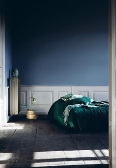 Most Design Ideas Bedroom With Dark Blue Walls Pictures, And Inspiration – Modern House Blue Rooms, Blue Walls, Dark Walls, Bedroom Green, Bedroom Decor, Green Bedding, Calm Bedroom, Bedroom Colours, Interior Architecture