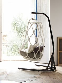 Nautica rattan swing chair with base. Indoor. Designed by Alberto Sánchez - MUT Design. Year: 2014.