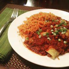 Our #homemade version of Maudie's Beef Lover's Enchiladas (we sub'd ground turkey) and used @mccormickspice new #glutenfree Chili seasoning packet. #recipes for taco meat (inside the #glutenfree corn tortillas) and Mexican rice are on the blog. www.theweeklymenubook.com #foodblog #TexMex