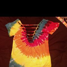 don't like the tye-dye, but this girl has some pretty cool tutorials on doing this kind of stuff to your shirts