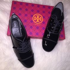 Reduced!Black Patent Leather Oxfords Size 7.5 Make an offer while these Tory Burch's are still available! Brand new in box shiny black patent leather oxfords in size 7.5. Brand new and never used. In mint condition, such a fashionable piece for your wardrobe! Tory Burch Shoes Flats & Loafers
