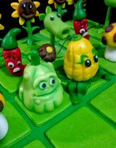 Creando en azucar. Plants Vs Zombies Cake!