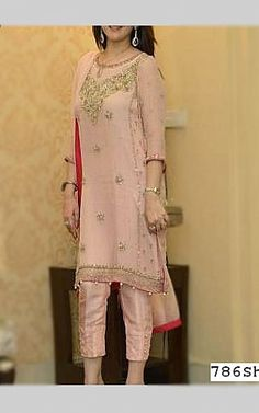 We have Pakistani/Indian Designer clothes online. Formal and Party Pakistani dresses. Buy Designer formal wear and wedding dresses. Pakistani Fashion Casual, Pakistani Dress Design, Pakistani Outfits, Indian Outfits, Indian Fashion, Pakistani Dresses Online Shopping, Online Dress Shopping, Indian Fancy Dress, Bollywood Outfits